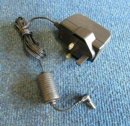 DVE DVS-090A15FUK UK 3-Pin Plug Switching AC Power Adapter Charger 13.5W 9V 1.5A